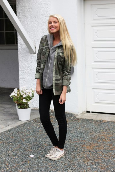 Camo jacket with hoodie and black skinny jeans