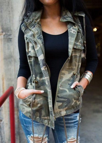 Camouflage vest with badly torn boyfriend jeans