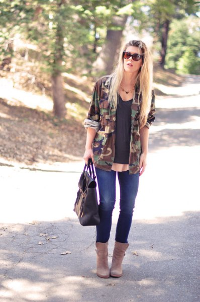 Camo windbreaker with a black tank top with a scoop neckline and blue skinny jeans