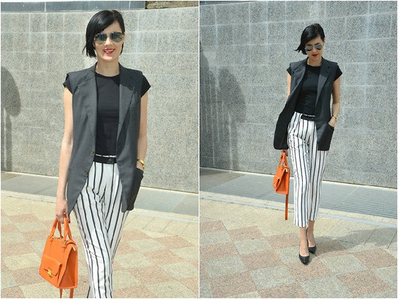 T-shirt with cap sleeves, black and white striped, cropped trousers