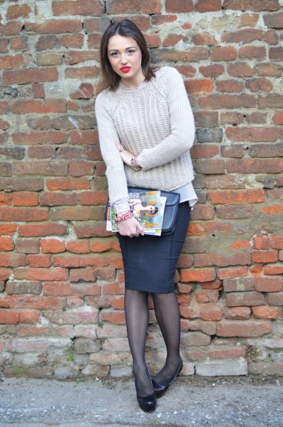 Chunky knitted sweater with a black pencil skirt and stockings