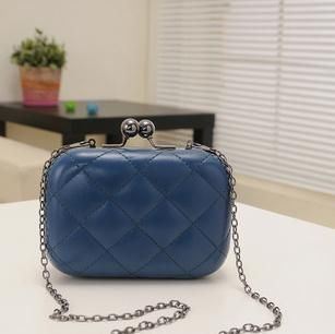 Clutch Handbag Outfit Ideas for Women | Leather evening bags .