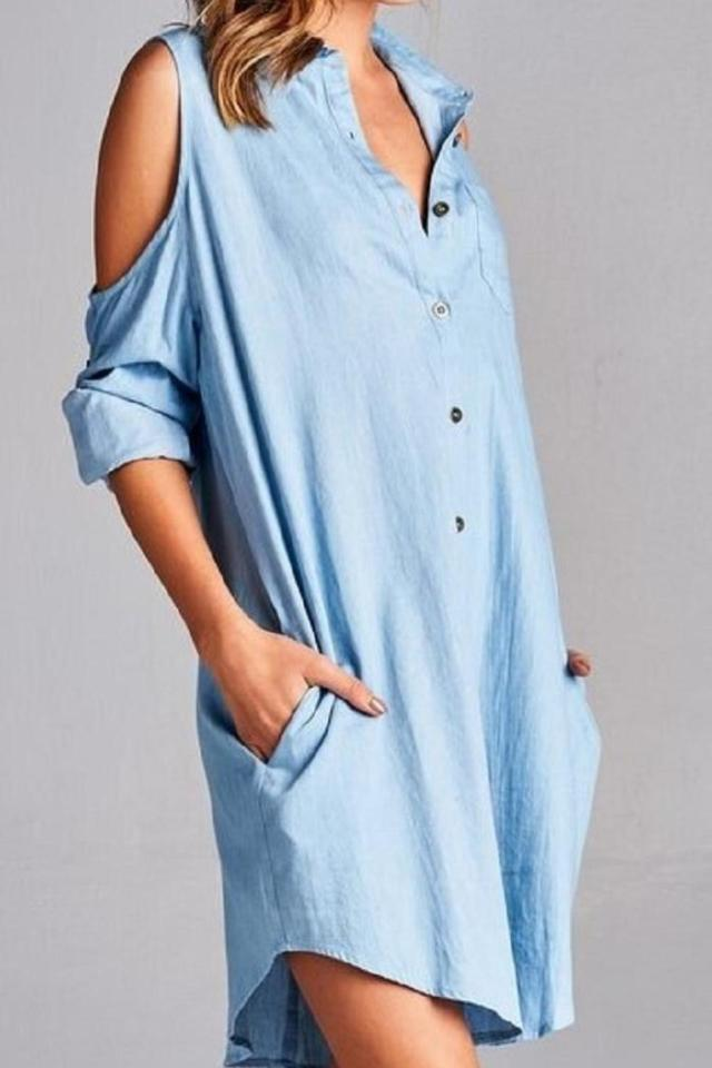 Friendly shirt dress with cold shoulder