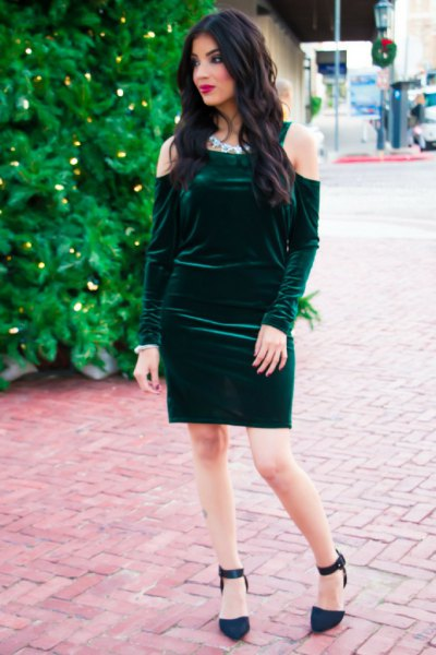 cold shoulder green, figure-hugging dress made of green velvet