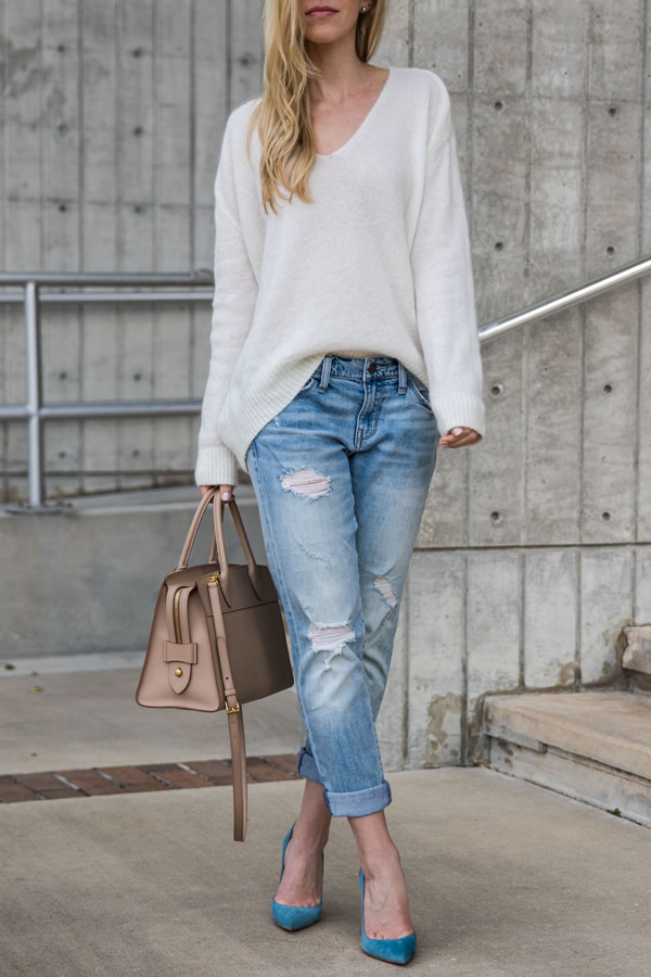 comfortable sweater boyfriend jeans outfit