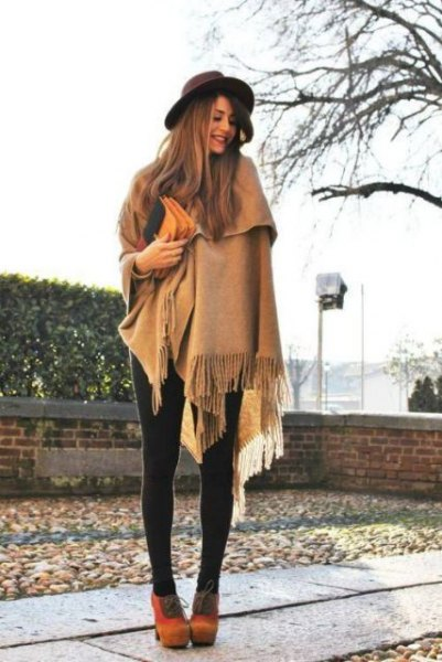 Blanket scarf with crepe fringes, leggings and orange suede boots