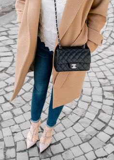 Crepe long woolen coat with a black quilted small leather handbag