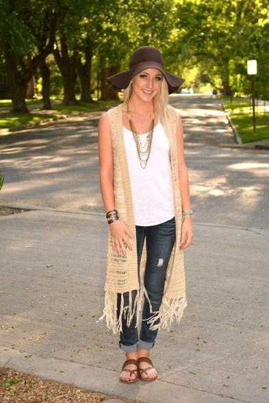 Crochet knitted vest made of crepe longline with skinny jeans with cuffs