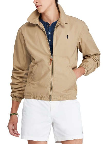 Crepe windbreaker with a dark blue shirt and white mini-shorts