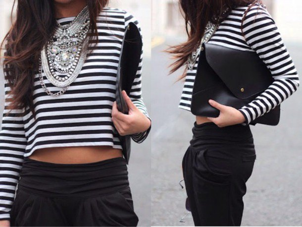 cropped T-shirt with short sleeves and black, cropped chinos