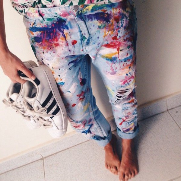 brightly painted boyfriend jeans with cuffs and white sneakers
