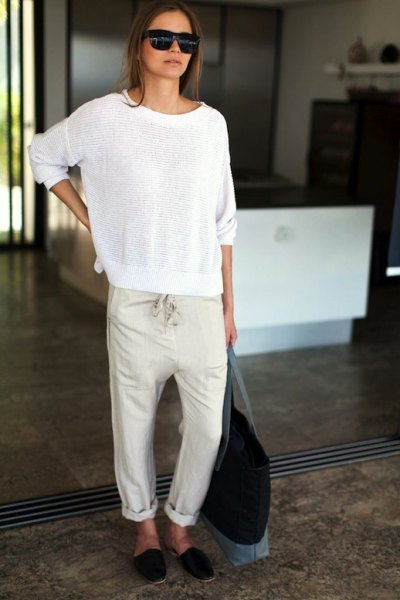 Comfortable linen sweater with cuff