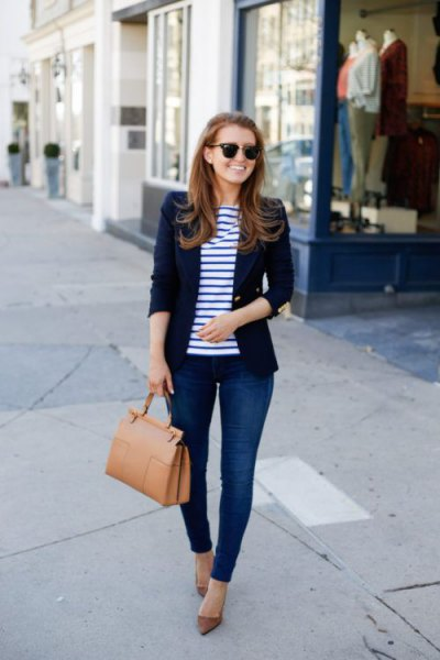 dark blue blazer with striped t-shirt and skinny jeans