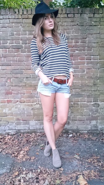 dark blue jeans floppy hat with gray and white striped t-shirt