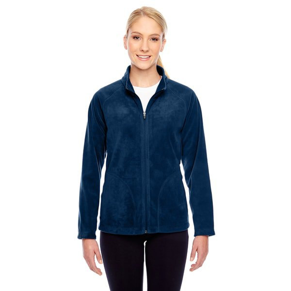 Dark blue fleece jacket with a white t-shirt with a round neckline and black slim fit jeans