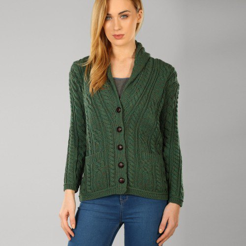 dark green knitted sweater with unwashed blue skinny jeans