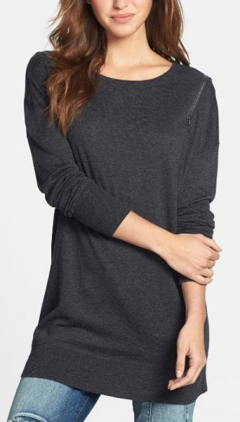 dark gray long tunic sweatshirt with skinny jeans