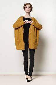 dark mustard yellow, chunky knitted sweater with black t-shirt