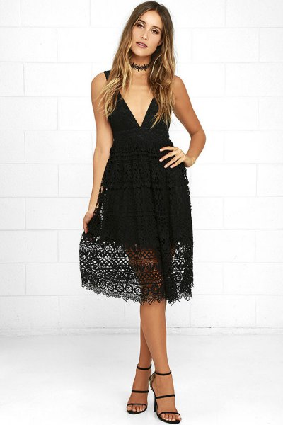Deep V-neckline and flared midi lace dress with collar