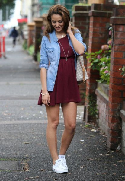 Denim jacket white sneakers outfit