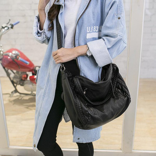Jeans longline jacket with black skinny jeans and leather shoulder bag