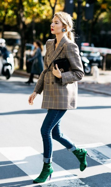 Double-breasted tweed blazer with dark blue skinny jeans with cuffs