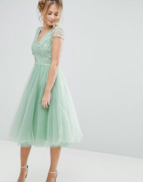 Fit and flare green midi tulle dress with V-neck
