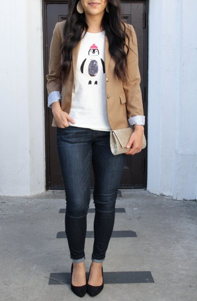 tailored jacket with white printed t-shirt and dark blue skinny jeans