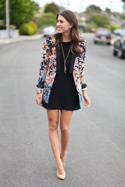Blazer with floral pattern and black mini pirate skirt