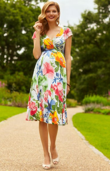 Fit with floral printed cap sleeves and a flared midi dress with open toe heels