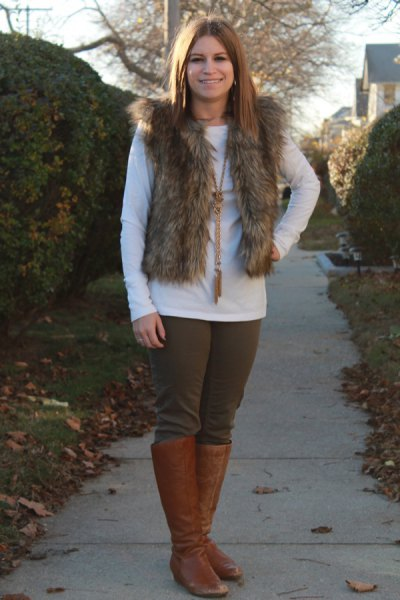 Fur vest with white long-sleeved T-shirt and knee-high boots made of brown leather