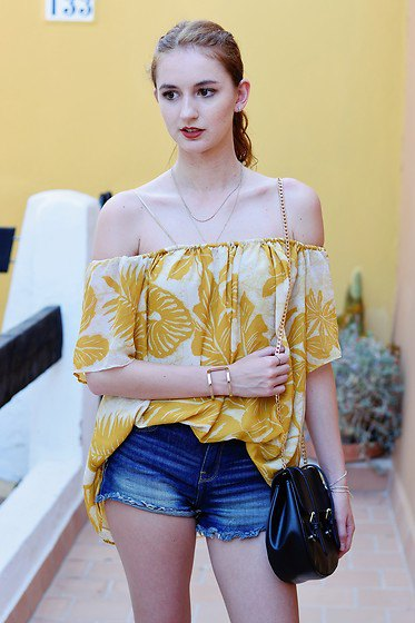 Gold and white printed on the shoulder blouse with blue denim shorts
