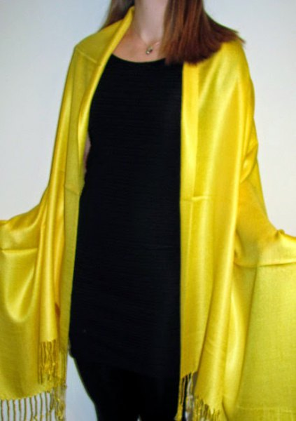 golden evening scarf with black tank top and skinny jeans