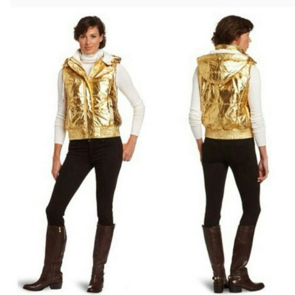 Shiny gold hooded vest with white long-sleeved T-shirt with stand-up collar