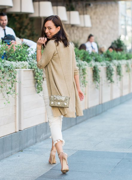 golden longline cardigan with white, narrow-cut jeans