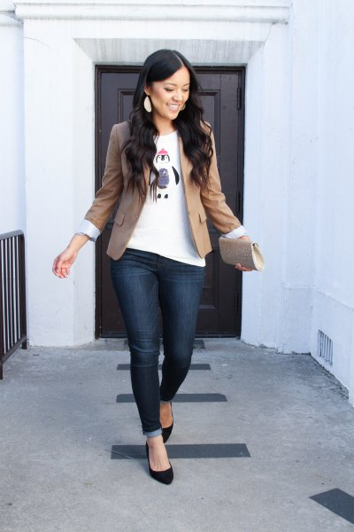 green blazer jacket with white graphic t-shirt and dark blue jeans
