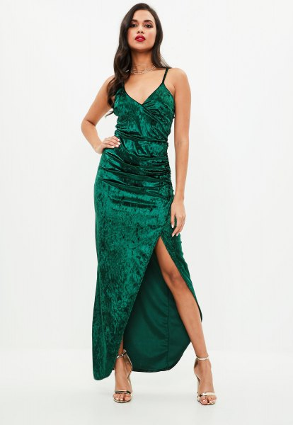 green maxi dress made of high split velvet