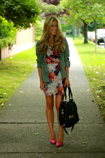 Green parka jacket with a ruffled dress with a rouge print and pink, pointed toe heels