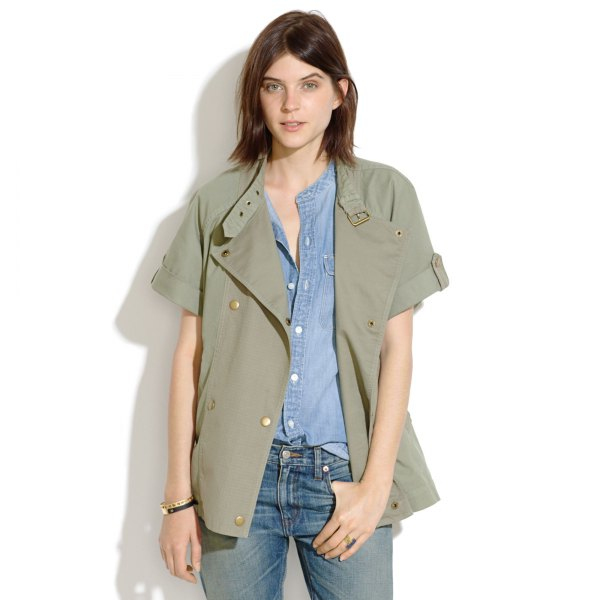 green short-sleeved leisure military jacket with chambray shirt