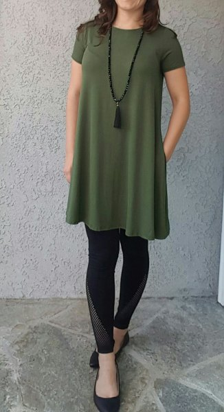green short-sleeved tunic top with black leggings