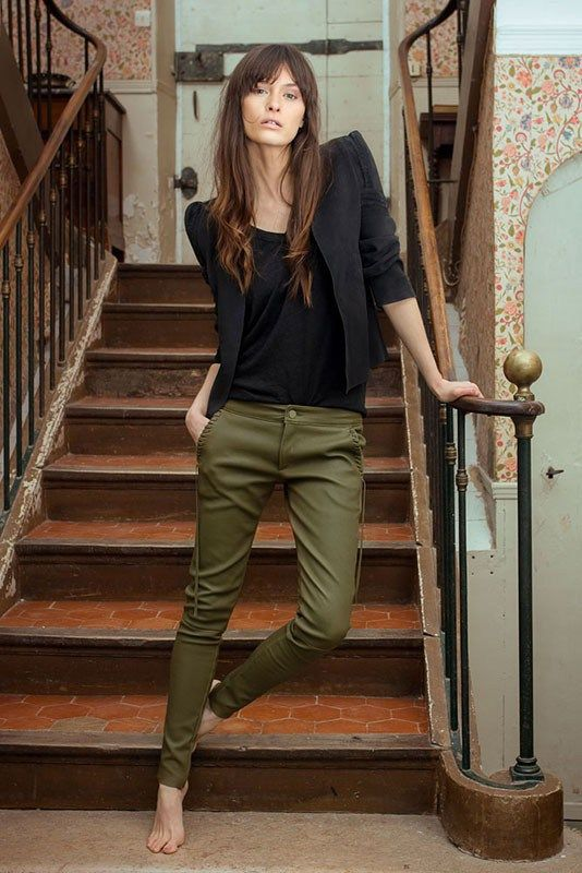 green skinny jeans in French style