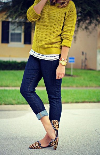 green sweater skinny jeans leopard shoes