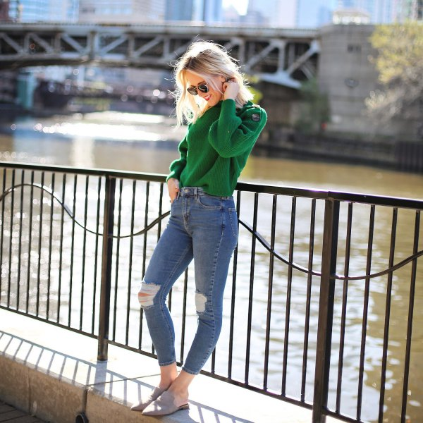 green sweater with blue ripped skinny jeans and gray sandals