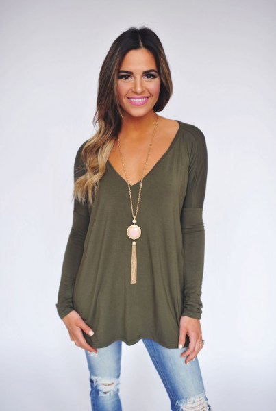 green long-sleeved tunic top with V-neck and necklace in boho style