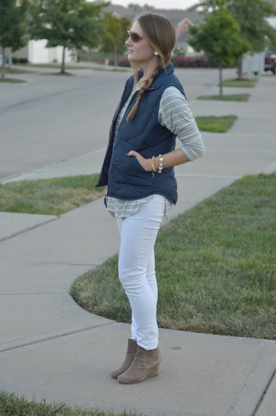 gray and white striped boyfriend shirt with skinny jeans and suede boots