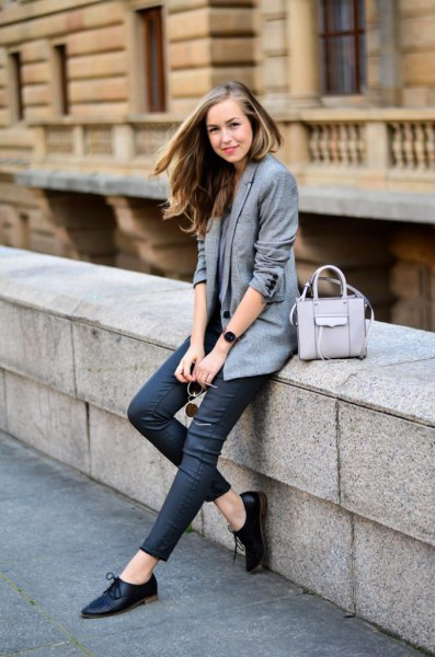 gray blazer with dark blue skinny jeans and oxford shoes