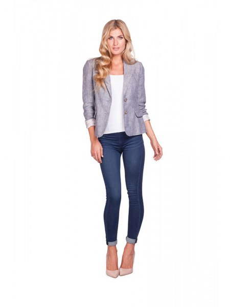 gray blazer with white top and dark blue skinny jeans with cuffs