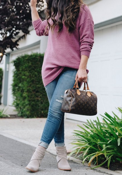 gray, coarsely knitted sweater with blue jeans and ankle boots