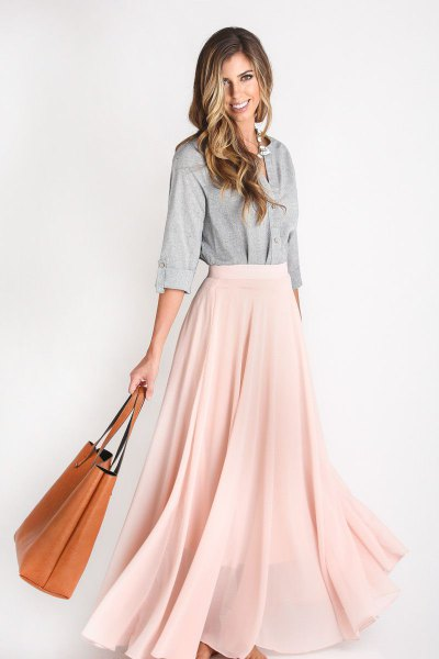 gray cotton shirt with buttons and light pink chiffon maxi skirt