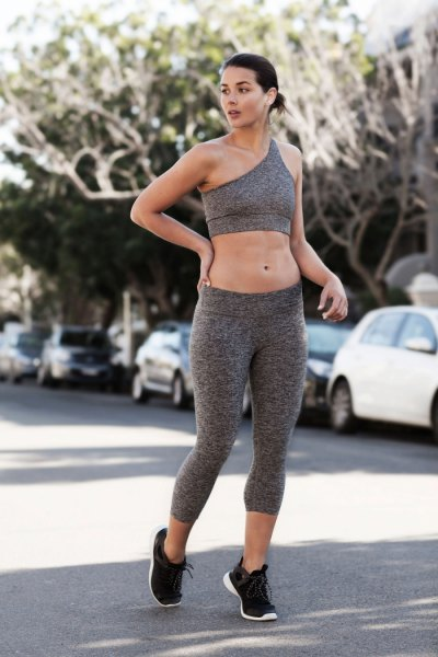 gray crop top with matching training leggings and black running shoes